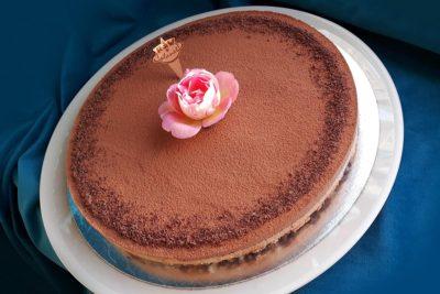 Raw dort s živým květem
