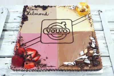 Čtvercový raw dort Volvo