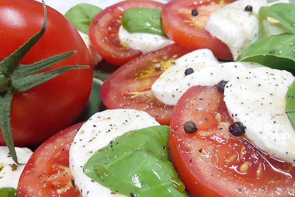 Kurz - Raw strava - raw mozzarella a salát caprese